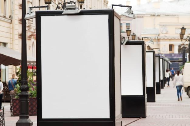 Vallas publicitarias, escaparates, locales comerciales, fachadas o carpas para eventos, son susceptibles de una rotulación.