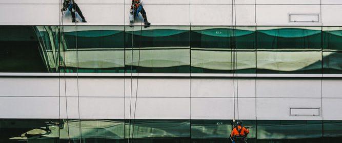 Las actuales técnicas empleadas en los trabajos verticales se consigue un trabajo rápido, eficaz y seguro.
